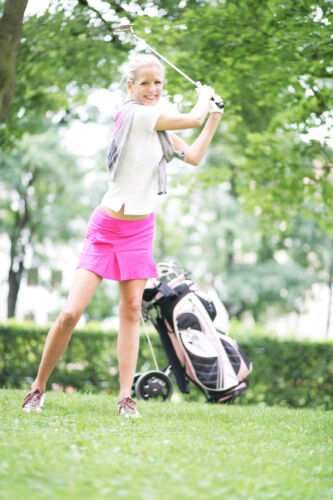 How to Buy Ladies' Golf Clothes