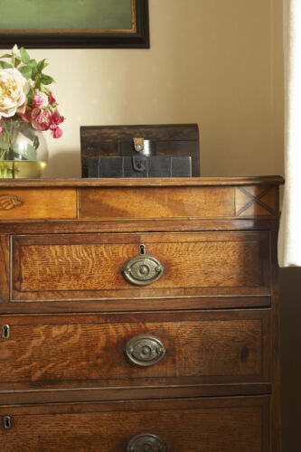 Your Guide to Buying an Antique Chest of Drawers