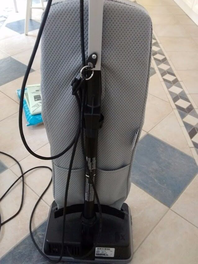 Oreck XL5 Upright Vacuum Cleaner and 14 bags
