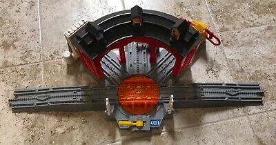 2005 Fisher Price Geo Trax Toy Workin Roundhouse H4834 Train Depot Station