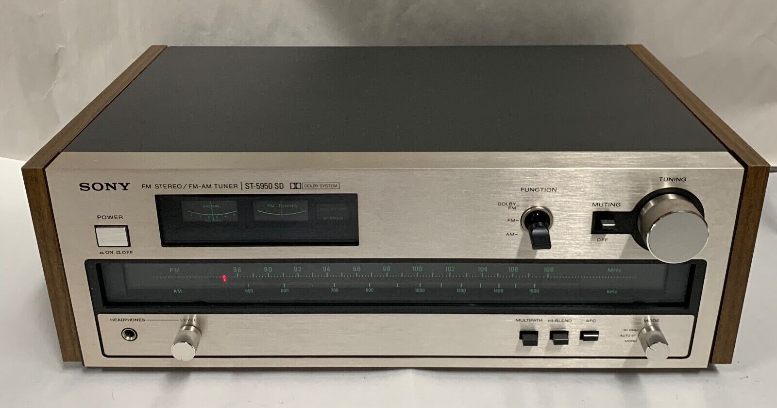 Vintage SONY ST-2950SD FM Stereo / FM/AM Tuner T  - $59.95