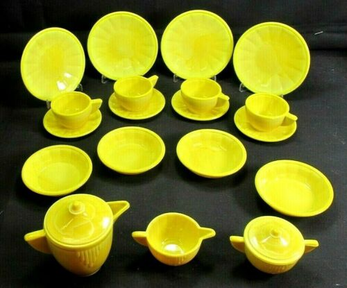 AKRO AGATE 21 PC. LARGE SIZE PLAY TIME DISH SET * OPAQUE YELLOW * INTERIOR PANEL
