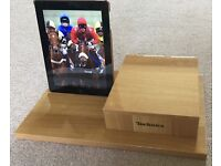 TECHNICS MINI HI-FI STAND model HD 55 (tablet and phone not included)