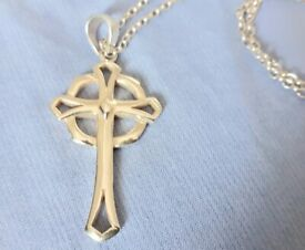925 Sterling Silver Cross and Chain 6.8gms Fully Hallmarked