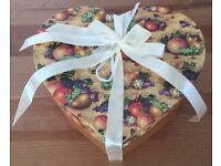 BRAND NEW SET OF 2 COFFEE / TEA PORCELAIN MUGS IN HEART SHAPED GIFT BOX