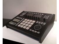Native Instruments Maschine Studio + Custom STAND