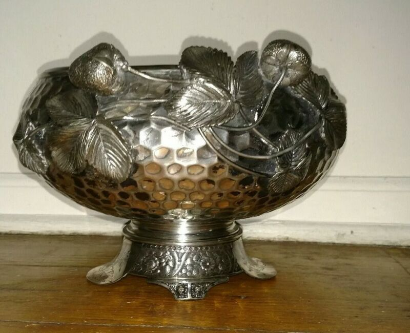 Antique exquisite Wilcox silver plate hammered arts crafts strawberry bowl 2317