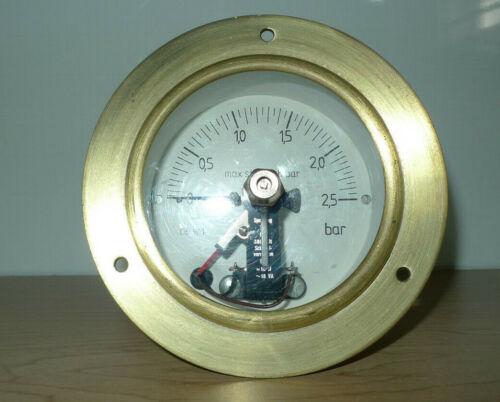 De Wit Brass Pressure Gauge with Limit Switch Spanning Tot 380 Volt  -10W ~18 VA