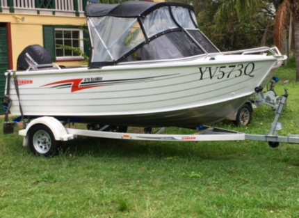 Boat Stacer 4.29 seaway with 20 hours like new