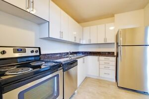 LARGE, RENOVATED 3 BEDROOM APARTMENT IN DUNDAS!