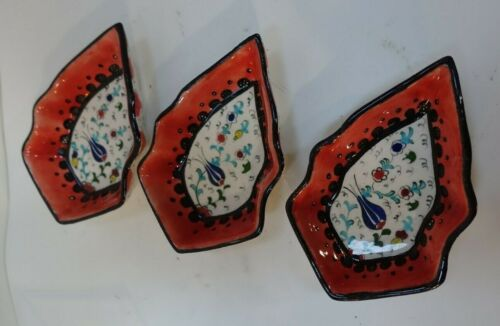 3R-56 set 3 PERSIAN HAND PAINTED CERAMIC LEAF SHAPE DISHES 5 1/2 x 3 1/2 x 1 1/8