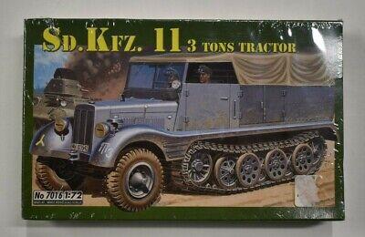 Lot 10-130 * Italeri 1:72 Scale kit No. 7016 Sd.Kfz.11 3 Ton Tractor