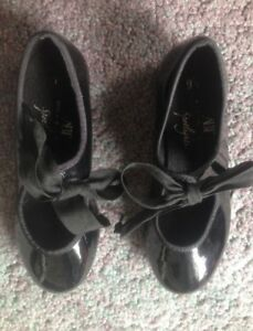 Girls tap shoes (size 9.5)