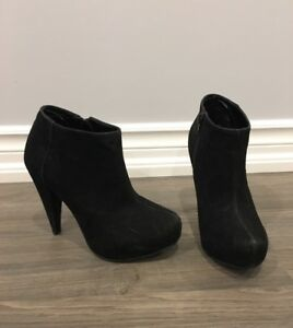 Le Chateau booties size 5.5