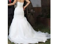 Wedding Dress. NEVER WORN. Uk size 10 With underskirt.
