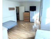 Huge twin room available now in new painted flat, tv, fridge, balcony, free parking