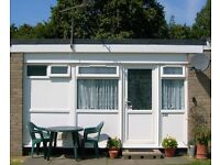 LATE AVAILABILITY 3 SEPT to 10 SEPT++��185++ Holiday Chalet ~ Hemsby ~Nr Gt Yarmouth Sleeps 4