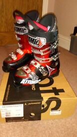 MENS ATOMIC SKI BOOTS (COST £270) ONLY WORN FOR 2 DAYS