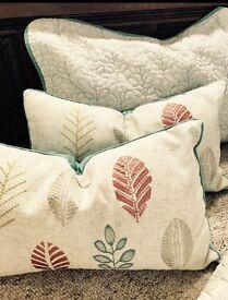 Throw, 2 pillowcases, 2 decorative cushions