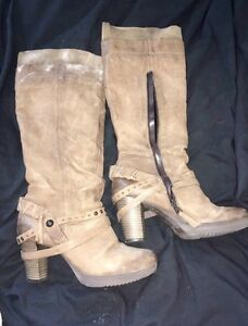 Size 41 MJUS boots.