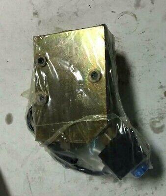 Cnh Oem 87421836 Hydraulic Valve For 590sm 580sm 580m 590sm 580sm Backhoe