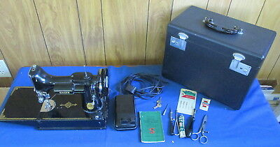 VINTAGE SINGER FEATHERWEIGHT PORTABLE ELECTRIC SEWING MACHINE 221-1  1950