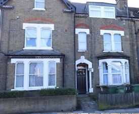 2 Bed Property to Rent on Plumstead Common Road, SE18