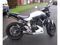 Yamaha MT07 like new add ons fly screen rear rack tail tidying belly pan .2.000 miles