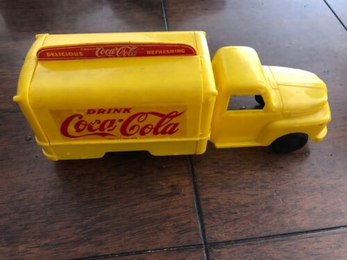 1950 COCO COLA MARX TOY ADVERTISING PLASTIC TRUCK WITH 5 CASES OF COKE BOTTLES