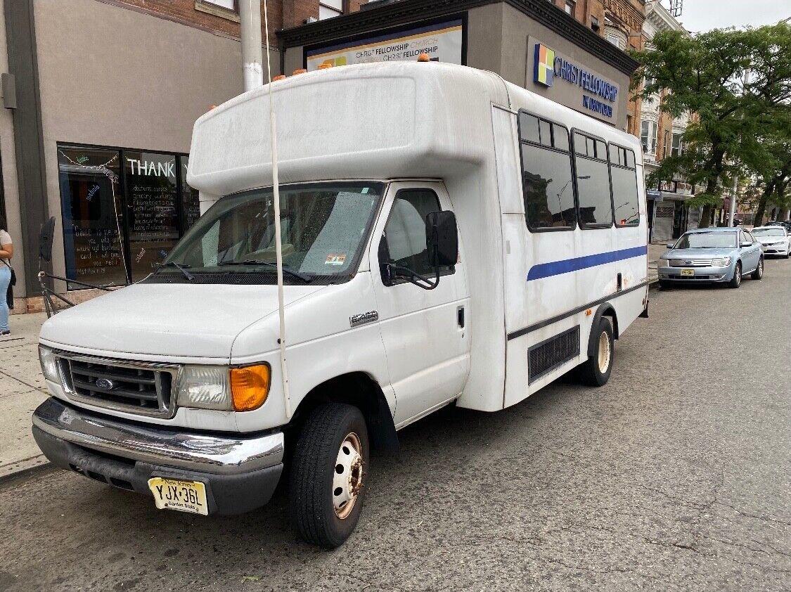 Ford E45 Bus: 2006