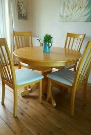 Lovely table and 6 matching chairs