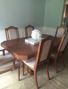Get your Christmas dining room set now!