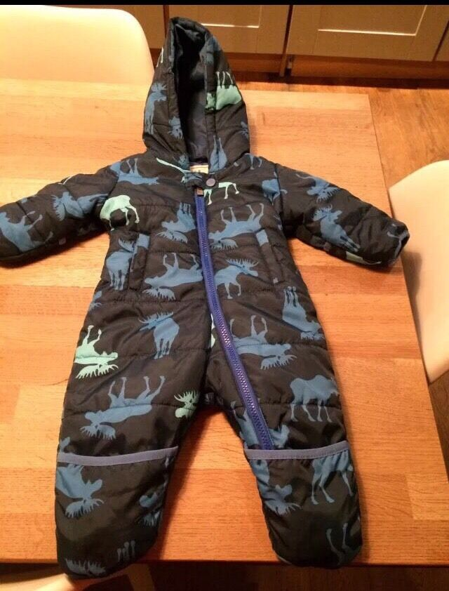 Hatley snowsuit (6 12mthsin Rodley, West YorkshireGumtree - Gorgeous Hatley snowsuit. Size 6 12mths. Sad to sell but no longer need. Immaculate condition. Can be washed in machine on a low heat. Looks purple in photos but this is navy blue. Only worn about 5 times