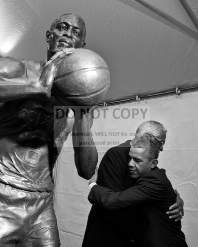 BARACK OBAMA WITH BASKETBALL HALL OF FAMER BILL RUSSELL - 8X10 PHOTO (ZZ-507)