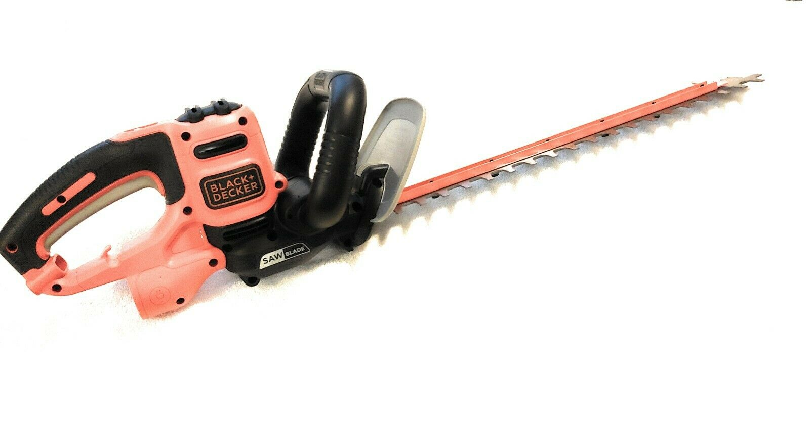 Black & Decker 20 in. SAWBLADE Electric Hedge Trimmer BEHTS3