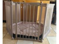 Lindam metal and fabric playpen in very good condition