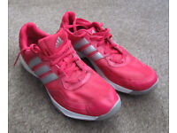 ADIDAS TRAINING SHOE SIZE 7