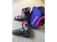 Retro Salomon size 7 ski boots with bag