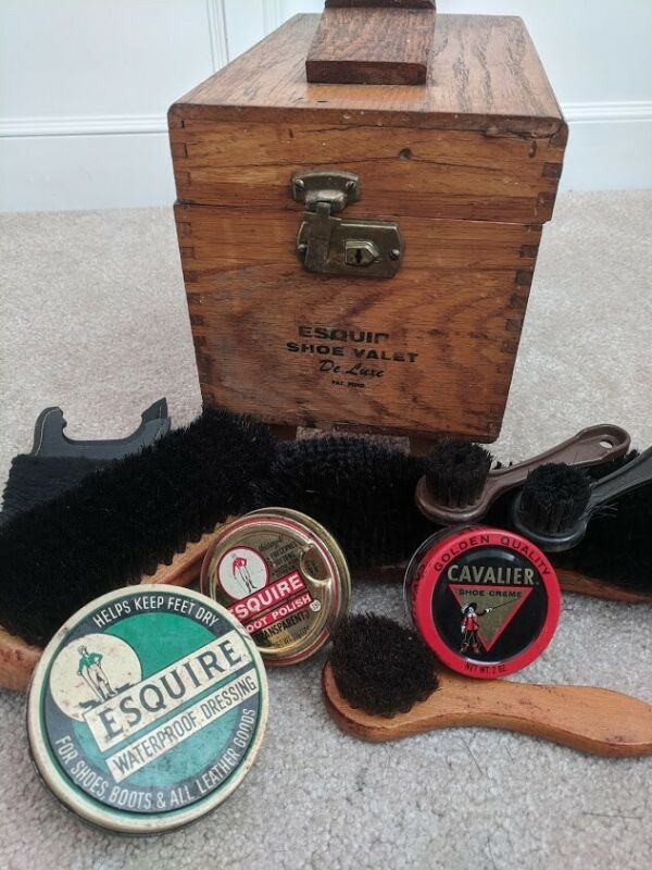 VINTAGE ESQUIRE WOODEN SHOE VALET DE LUXE SHOE SHINE BOX & ACCESSORIES