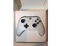 Microsoft Xbox One Wireless Controller V2 White 3.5mm Aux Original Box