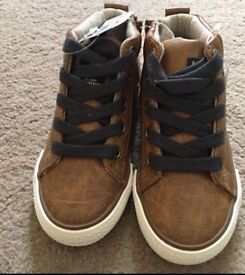 Brand new boys brown boots size 7