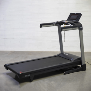 STRENGTHMASTER TR5500i 4 HP MOTOR TREADMILL - TOUCH SCREEN AND MORE