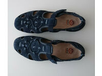 Blue walking shoes. size 7.