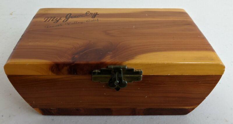 Vintage Death Valley Calif. Cedar Wood Jewelry Box Souvenir Felt Lined Rare