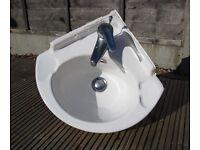Corner sink/basin