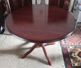 TABLE dining room table high quality polished mahogany colour, circular