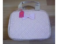 NEW WITH TAGS BOMBAY DUCK GIGI PINK / GOLD QUILTED VANITY MAKE-UP BAG CASE