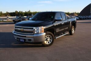 2013 CHEVROLET TRUCK SILVERADO 1500 4WD E LS CHEYENNE EDITI NO ACCIDENTS! LOW KMS! .004WD! B