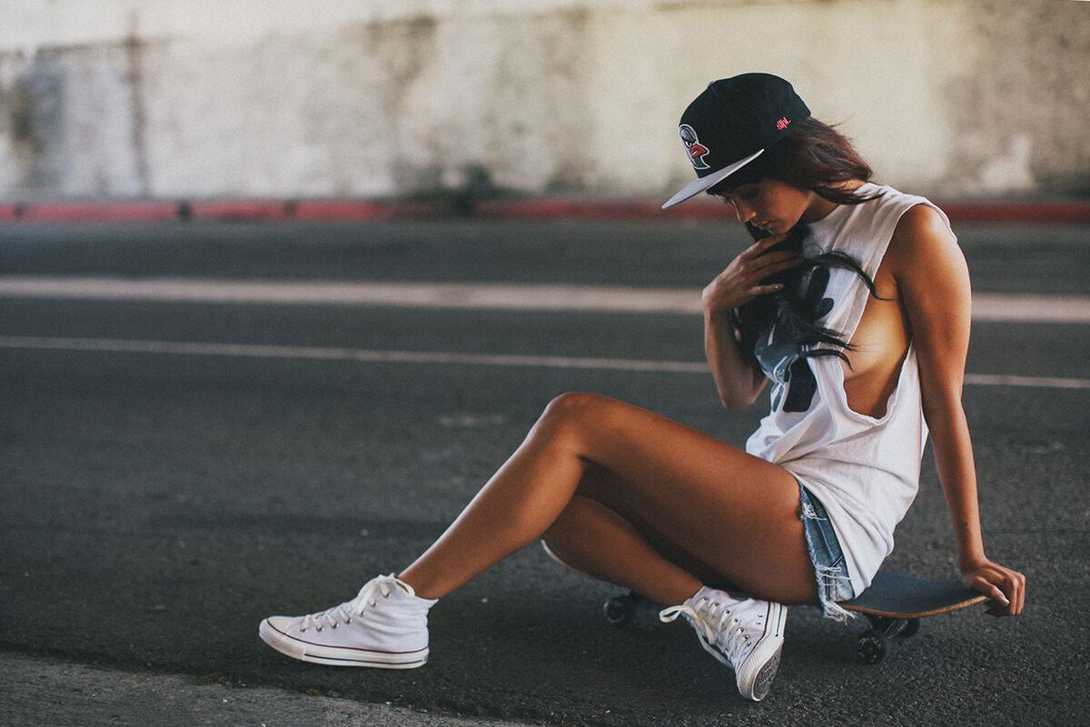 Крутые картинки девушек в найках