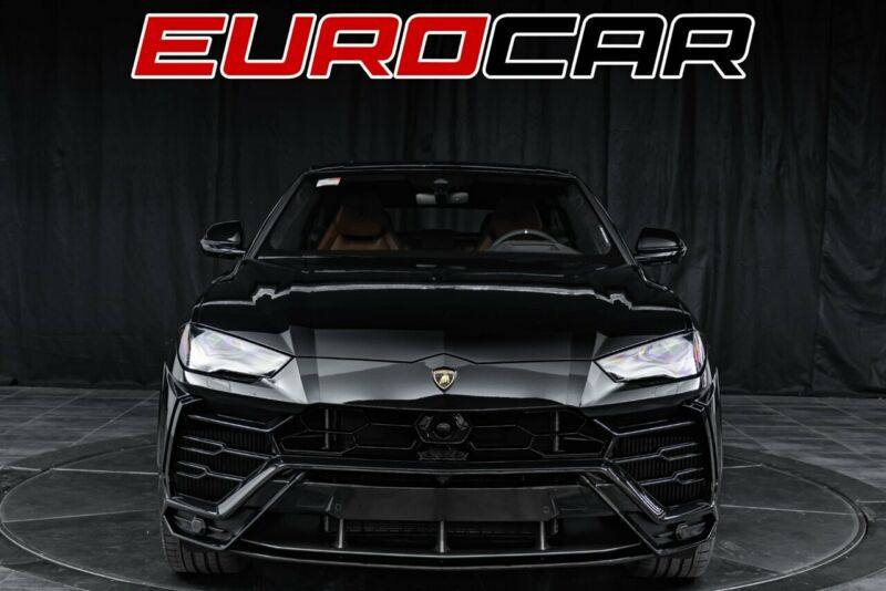 Image 8 Voiture Européenne d'occasion Lamborghini Urus 2020
